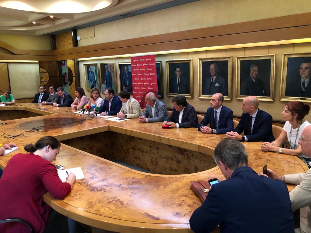 firma patronato constitución Escuela Universitaria de Turismo